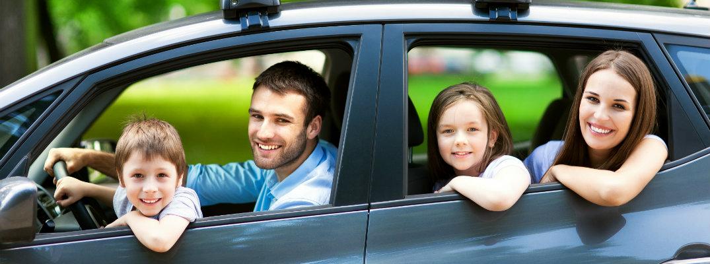 happy-family-in-car_b